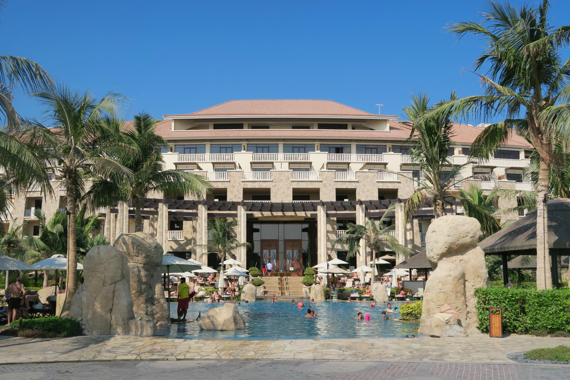Sofitel Dubai The Palm pool