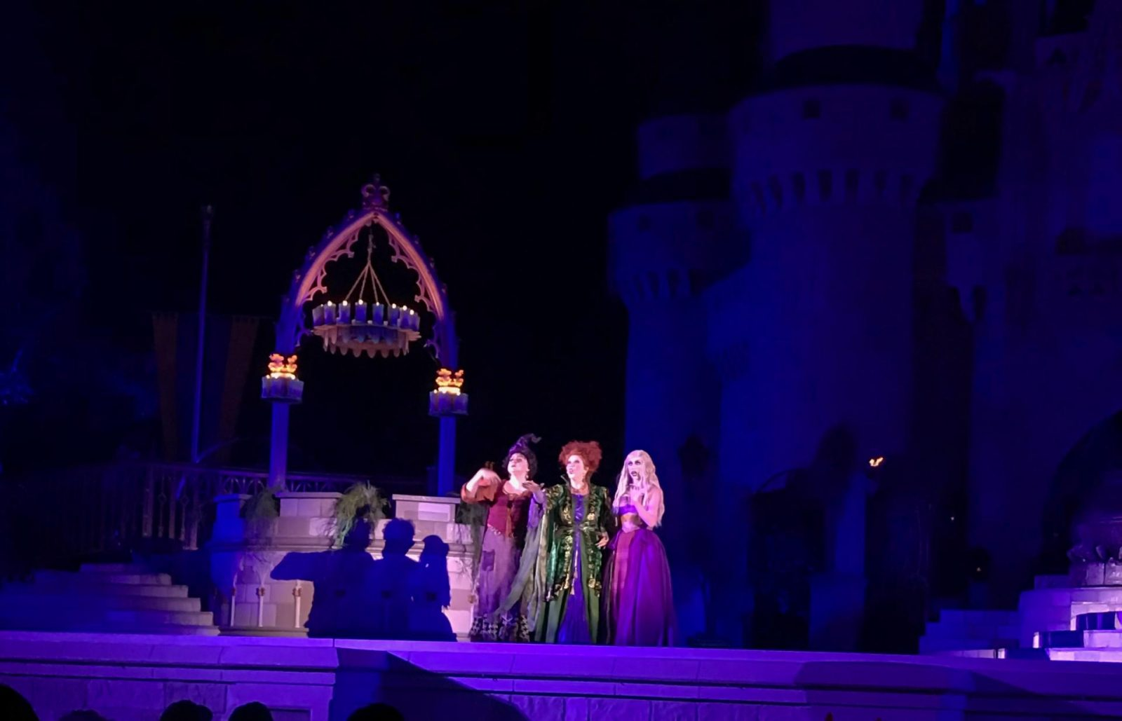 Hocus Pocus Sanderson Sisters show at mickey's not so scary halloween party