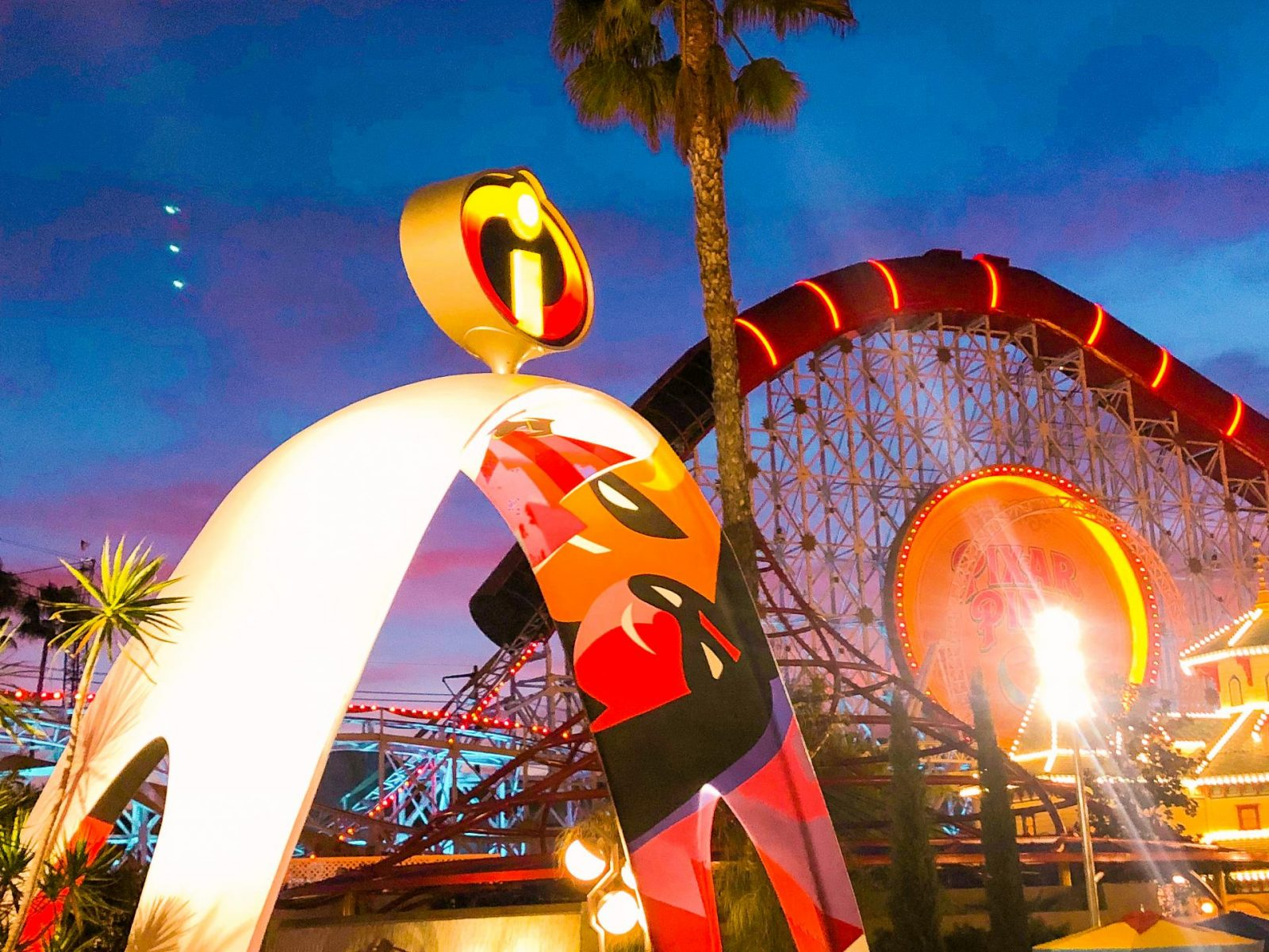 10 Must Do's at Disneyland for First-Timers - Incredicoaster