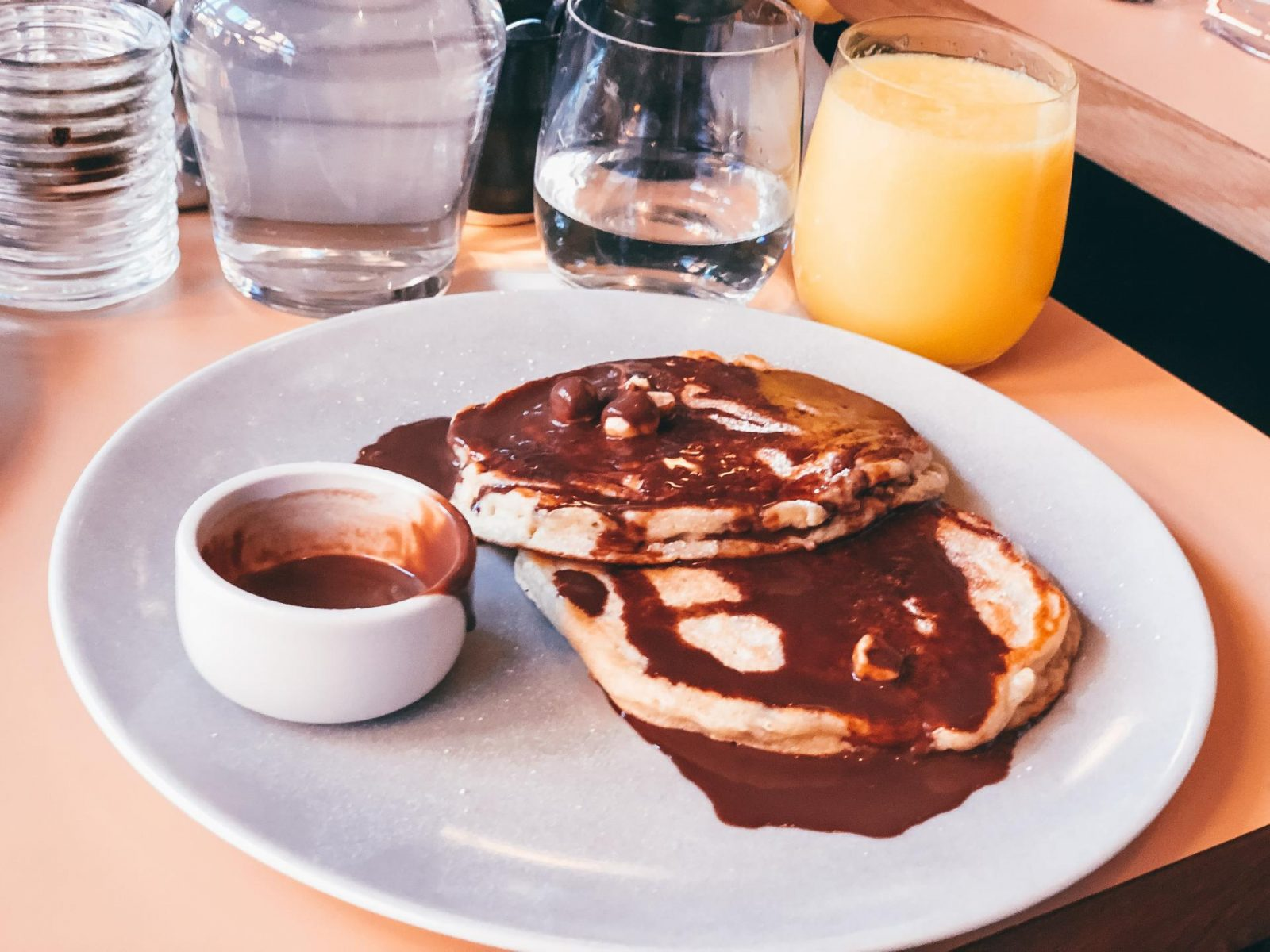Simple Pancakes with Chocolate and Hazelnut Sauce